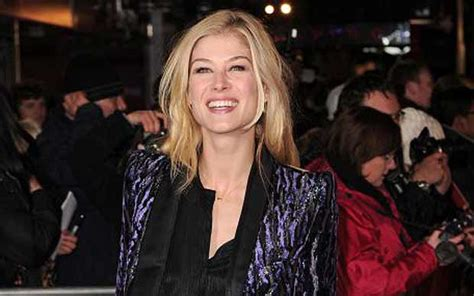Actress Rosamund Pike moves home with boyfriend Robie