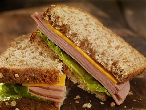 The Bologna Sandwich: A Great Lunchtime Tradition | Bar-S