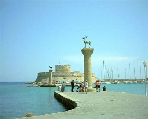 Wonders of the Ancient World - Colossus of Rhodes - family