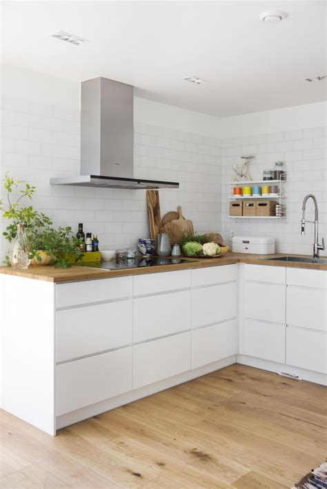 CLEAN LINES: Kitchen Mano from Linfield with countertop
